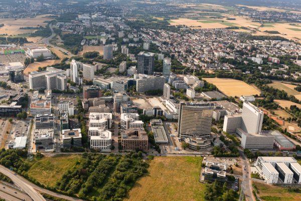 Stadt Eschborn - Luftaufnahme aus Helikopter
