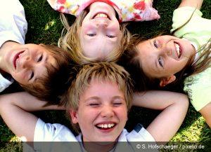 Lachende Kinder - Symbolbild für Kinderbetreuung